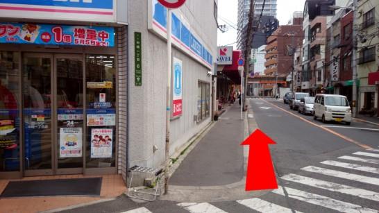 大阪市営地下鉄「中崎町」駅1番出口からNEOSTEPへのアクセス方法4